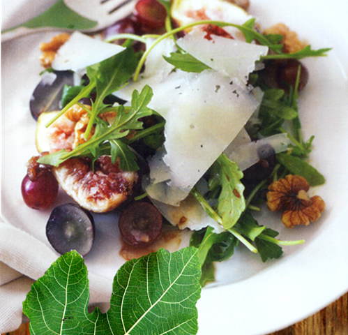 fig salad with fig leaf and cream cloth